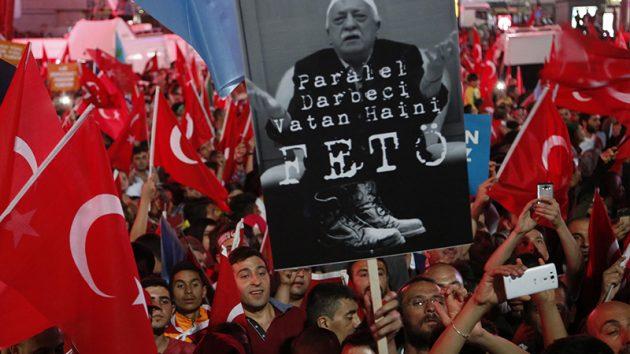 "FETÖ'nün ""siyasi ayağı"" hâlâ ortada yok"
