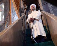 İslamofobi ve eli kılıçlı din adamı